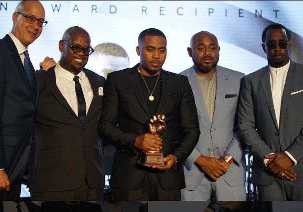"Diddy Presents Nas With ""The Jimmy Iovine Icon Award' at Revolt Music Conference [Video]"