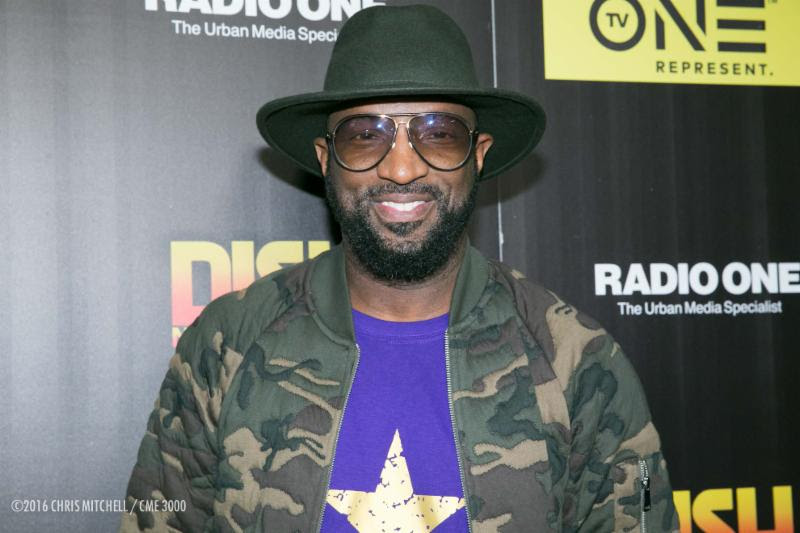 Rickey Smiley Helping Families In Need This Holiday Season